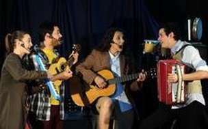 Elenco executa instrumentos ao vivo (Agencia RBS/Salmo Duarte)