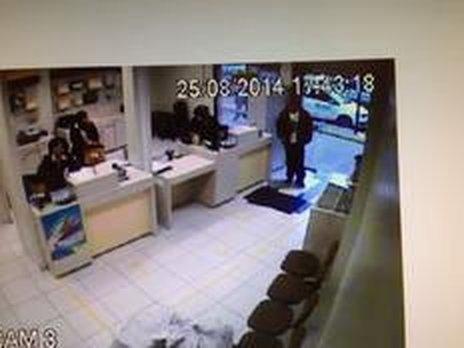 Roupas encontradas na casa do suspeito são compatíveis com as imagens da câmera de segurança dos Correios em Erechim (Arquivo Pessoal/Rinaldo Magarinos Verner)