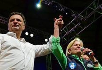 No dia 2, em comício na Capital, Aécio lançou estratégia de colar sua imagem à da candidata que lidera no Estado (Agencia RBS/Fernando Gomes)
