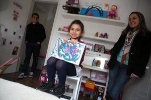 Aos cinco anos, Cecília afirma confiante que pretende ser pintora (Agencia RBS/Diego Vara)