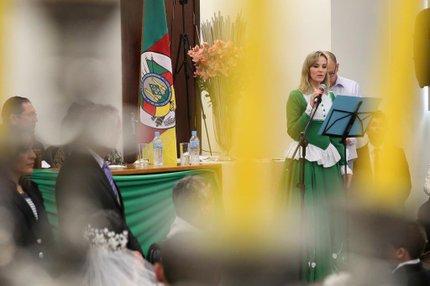 A mais aplaudida, entre as autoridades no casamento, foi a juíza Carine Labres (Agencia RBS/Carlos Macedo)