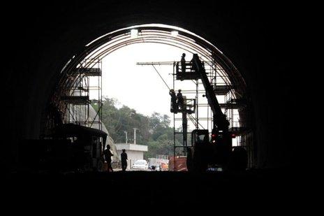 Primeiros 40 metros de pavimento foram concluídos nesta sexta-feira (DNIT/SC/Muriel Ricardo Albonico)