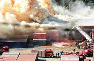 Centenas de bombeiros trabalharam, incansavelmente, por três dias e noites (Agencia RBS/Salmo Duarte)