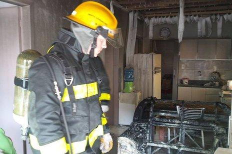 Fogo foi controlado por vizinhos antes da chegada dos bombeiros (Bruno Mezzomo / Leouve / Divulgação)