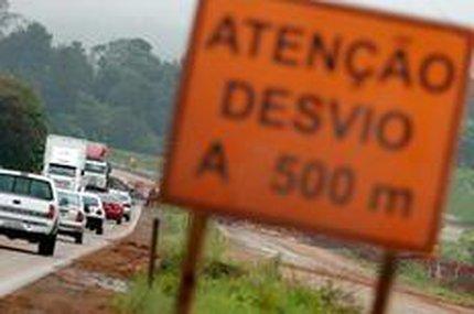 Desvios em pontos da estrada provocam congestionamentos diários (Agencia RBS/Bruno Alencastro)