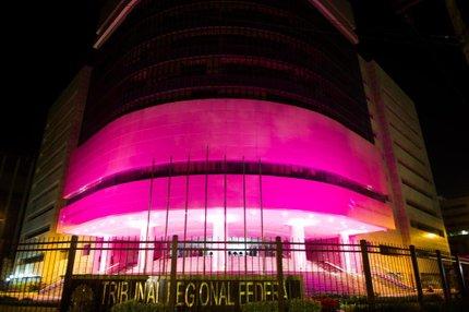 Conforme a assessoria do TRF, prédio do órgão foi o primeiro prédio público da capital a ser iluminado (Agencia RBS/Marcelo Oliveira)