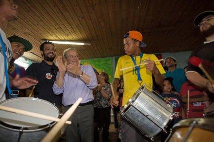 Tarso, que no sábado esteve na Vila Cruzeiro, terá reforço de deputados eleitos nas suas bases eleitorais (Divulgação/Caco Argemi)