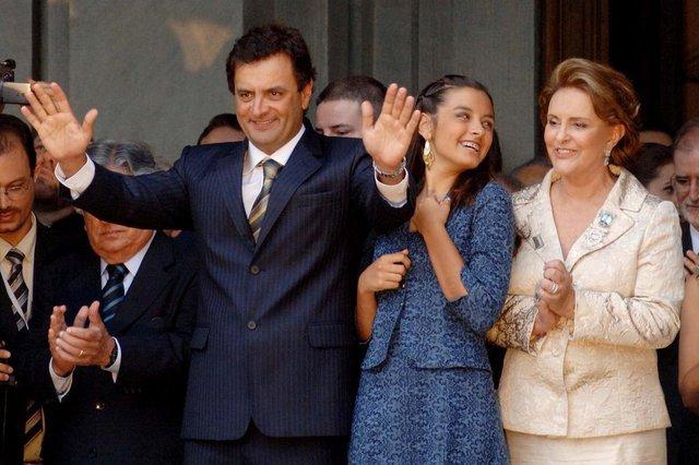 O governador Aécio Neves, durante cerimônia de comemoração pela posse como primeiro governador reeleito do Estado, reassumiu o compromisso de construir um novo tempo para Minas.