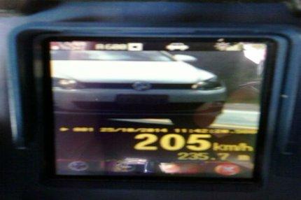 O motorista dirigia um Golf, com placas de Pelotas. (PRF, divulgação)