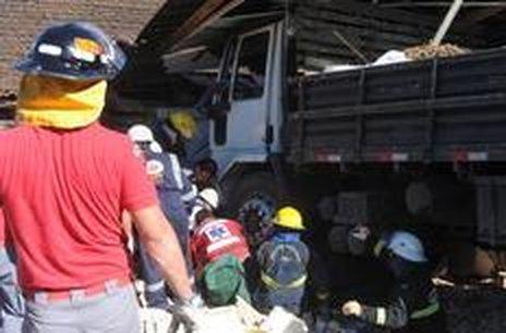 Acidente aconteceu nos fundos de um estabelecimento comercial na rua Santa Catarina (Agencia RBS/Claudia Baartsch)