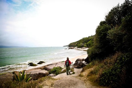 Sexta-feira nublada na praia da Daniela, em Florianópolis (Agencia RBS/Betina Humeres)