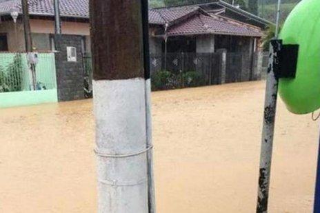 Rua Voluntários da Pátria foi atingida pela água em Rio do Sul (Divulgação/Luciana Schneider/Arquivo Pessoal)