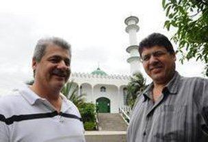 Irmãos Jamil (à esquerda) e Jamal se emocionam ao relembrar a história do pai, que chegou a Criciúma em 1966, atraído pela exploração do carvão (Agencia RBS/Caio Marcelo)