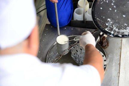 Esquema que misturava água e sal para aumentar volume do leite foi alvo da sétima fase da Operação Leite Compen$ado, desencadeada pelo Ministério Público na semana passada (Agencia RBS/DIOGO ZANATTA)