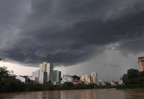 A falta de energia teve início às 16h40min, afetando 54 mil unidades consumidoras (Agencia RBS/Rafaela Martins)