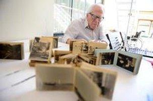 As fotografias hoje se reúnem para guardar a memória dos cem anos de vida (Agencia RBS/Maykon Lammerhirt)