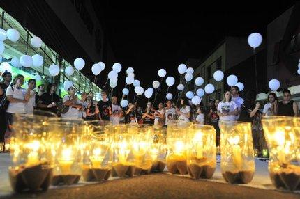 Pais homenageiam filhos que morreram no incêndio (Agencia RBS/Andrea Graiz)