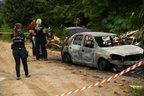 Próximo ao carro queimado, polícia encontrou estojos de pistola .40 e .380 (Agencia RBS/Carlos Macedo)