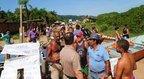 Luiz e Natalino tomam a frente do protesto que fechou por mais de quatro horas o acesso ao ferryboat (Agencia RBS/Salmo Duarte)