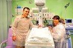 Soldado Paulo Batti na UTI do Hospital Infantil com a mãe e o bebê (Agencia RBS/Arquivo Pessoal)