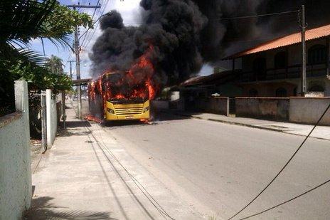 Ônibus incendiado nesta quarta-feira no bairro Fátima, em Joinville. (Arquivo Pessoal/Arquivo Pessoal)