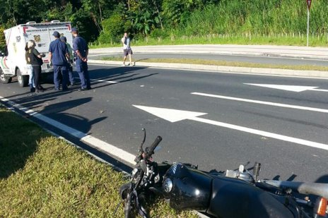 Moto invadiu a pista contrária (Agência RBS/Larissa Neumann)