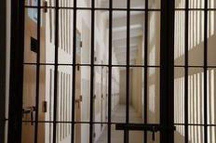 Defensores dizem que criminalidade em alta força alteração, mas críticos afirmam que cárcere pouco recupera (Especial/Germano Rorato)
