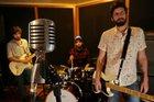 Lorenzo Flach (guitarra), Leandro Neko (bateria) e Alexandre Nickel (baixo e vocal) subirão ao palco para arrecadar fundos para o vocalista Cris Möller, em recuperação (Agencia RBS/Júlio Cordeiro)