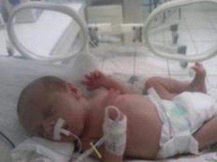 Bento, um dos bebês, no hospital em Passo Fundo (Arquivo Pessoal/-)