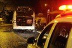 No domingo, ônibus foi incendiado no Beco dos Cafundoes, no bairro Agronomia, na zona leste (Agencia RBS/Marcelo Oliveira)