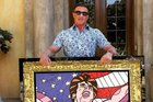 Na obra, Sylvester Stallone aparece como o personagem Rocky Balboa (Facebook/Reprodução)