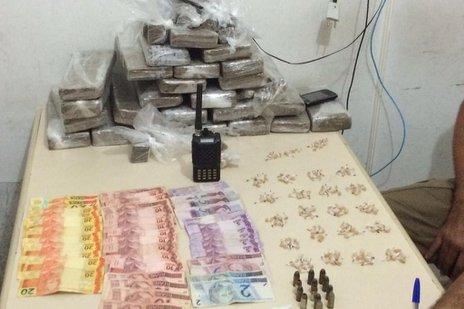 Droga foi encontrada em uma casa do bairro Cidade Nova (Polícia Militar de Itajaí/Divulgação)