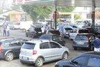Segundo o proprietário do posto, a fila de carros começou a se formar às 1h30 (Divulgação/Nilson Bastian)