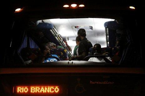 Oito ônibus com imigrantes devem sair do Acre rumo ao Sul do país nos próximos dias (Agencia RBS/Mateus Bruxel)
