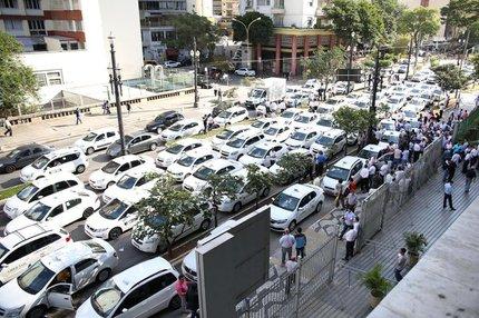 Protesto de taxistas na frente da Câmara Municipal de São Paulo (Estadão Conteúdo/RENATO S. CERQUEIRA/FUTURA PRESS)