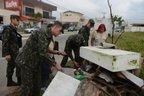 Exército retira entulhos de terreno no bairro São Vicente (Agencia RBS/Marcos Porto)