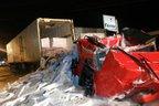 Rodovia ficou interditada para a retirada da carga (Divulgação/Polícia Rodoviária Federal)