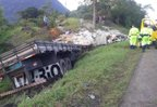 Caminhão bateu em pedra na descida da serra (Divulgação/PRF)