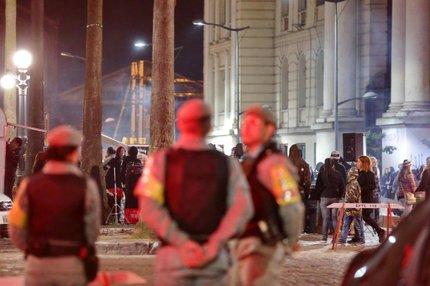 Três policiais militares acompanharam de perto o evento deste sábado (Agencia RBS/Félix Zucco)