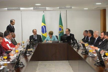 Dilma assina medida do Programa de Proteção ao Emprego (Agência Brasil/Wilson Dias)
