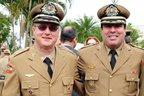 Tenente-coronel Nelson Coelho (esquerda) em solenidade ao lado do coronel Benevenuto Chaves Neto (Agência RBS/Salmo Duarte)