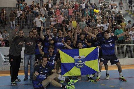 Atletas de Itajaí comemoram o título nos Joguinhos Abertos de Santa Catarina (Prefeitura de Itajaí/Divulgação)