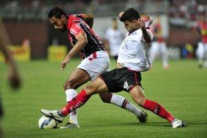 Ituano (de branco) eliminou o Joinville na primeira fase da Copa do Brasil (Agência RBS/Leo Munhoz)
