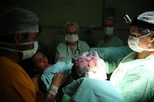 Zero Hora acompanhou parto realizado pela obstetra Sandra Canali Ferreira no Hospital Fêmina (Agência RBS/Félix Zucco)
