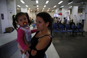 Andriele não conseguiu fazer documento para a filha no Tudo Fácil (Agencia RBS/Adriana Franciosi)