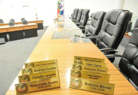 Na foto, nomes que aparecem à direita estão no PSDB, enquanto que os nomes da esquerda integram o PMDB (Agencia RBS/Rodrigo Philipps)