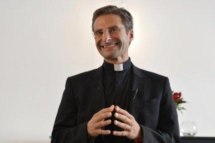 Segundo a igreja, fato de ter admitido que possui um companheiro coloca Krysztof em contradição com os votos que pronunciou no momento de sua ordenação (AFP/Tiziana Fabi)