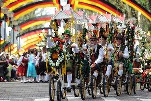 De quarta a 18 de outubro, Santa Cruz do Sul terá desfiles e distribuição de chope nas principais ruas da cidade (Divulgação/Rodrigo Assmann)