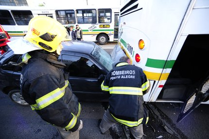 Acidente ocorreu no sentido Porto Alegre - Viamão (Agência RBS/Ronaldo Bernardi)