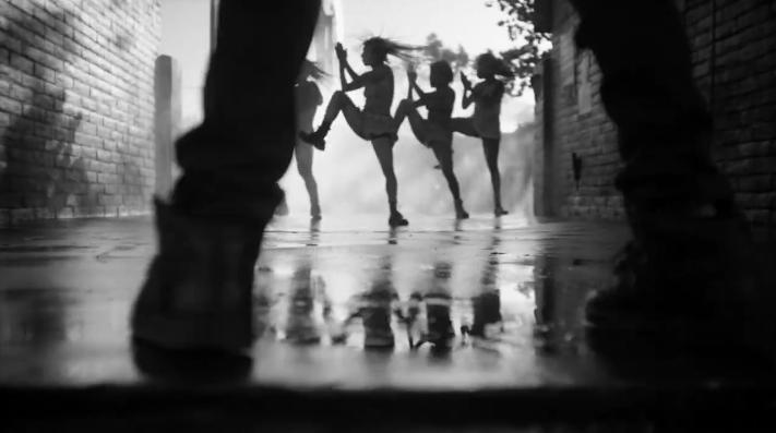 Novo vídeo de dança foi dirigido pelo coreógrafo Ryan Heffington (Reprodução/Facebook)